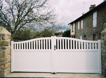 portail-blanc-pvc